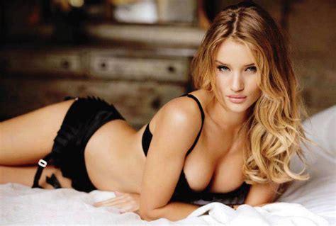 femei in body stocking se fur bine picture 7