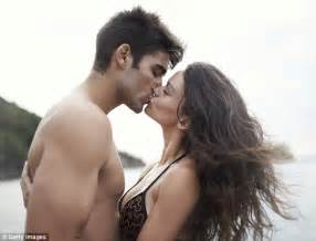 can you get human papilloma virus from kissing picture 6