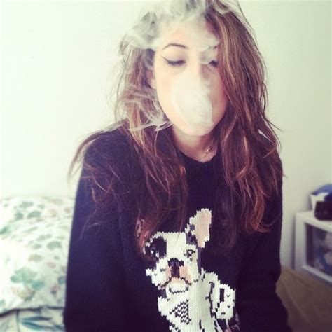girls smoke marijuana picture 5