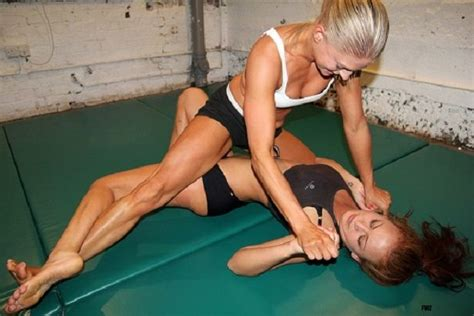 female wrestlers sleeper hold picture 5