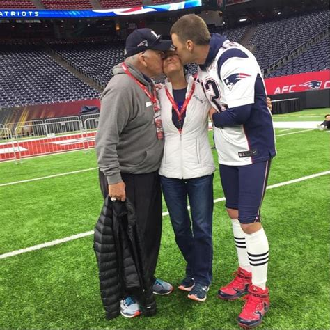 tom brady heals knee with supplements picture 19