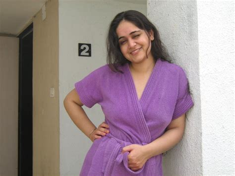 desi fat aunty bedroom cloth changing xossip picture 1