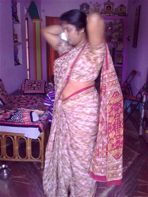 fat aunty lifts her saree to show her picture 3
