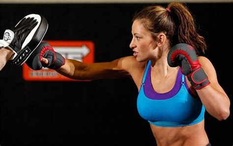 muscle woman fight men picture 9