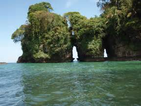 isla colon panama picture 2