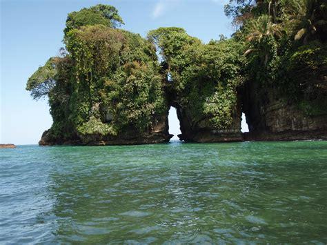 isla colon panama picture 1