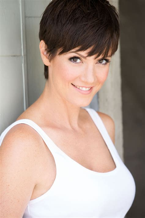 does zoe mclellan have long hair picture 6