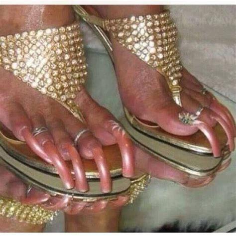 woman long toenail picture 5