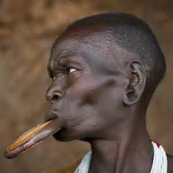 african tribe who use discs in their lips picture 6