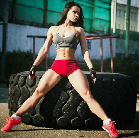 female with strong thighs picture 1