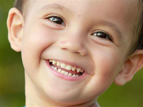 grey teeth in toddler children picture 2