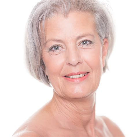 woman's face gradually aging picture 14