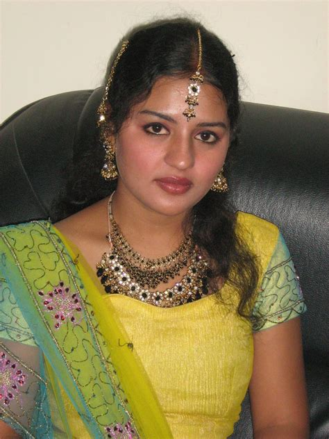 top 20 sizzling aunties exbii south indian picture 1