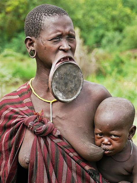 african tribe who use discs in their lips picture 1