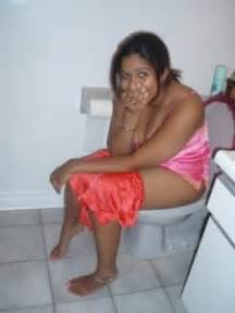 bath room me pesab karti desi girl ki picture 6