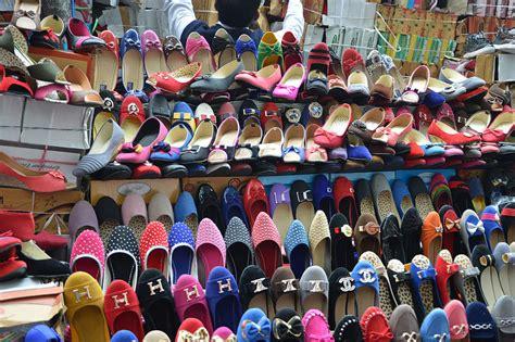 chudi market ki shop me picture 10