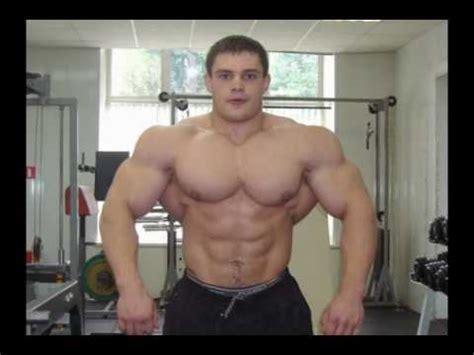 bodybuilder hurts worshiper picture 2