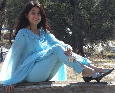 new sexy karachi girls picture 3