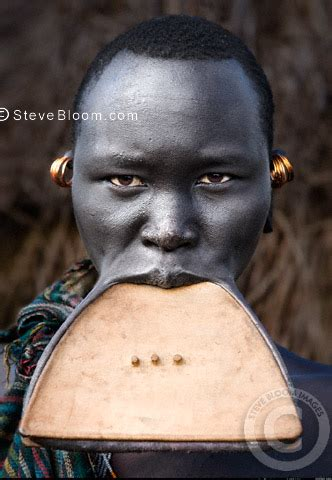 african tribe who use discs in their lips picture 12