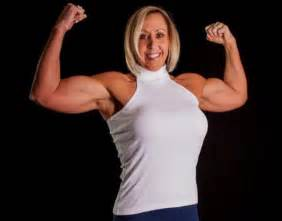 beautiful female bodybuilders flexing biceps picture 2