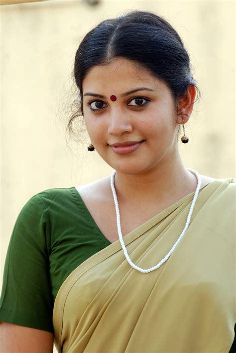 malayalam aunty actress picture 1