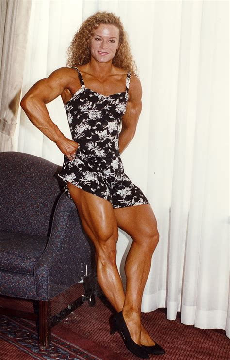 female bodybuilder for muscle posing sessions picture 11