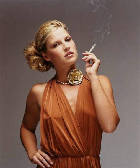 celebrity women that smoke picture 8