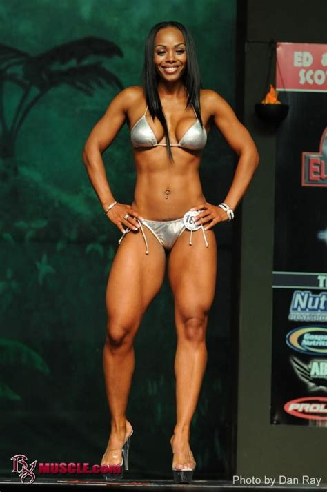 black women bodybuilder in mauricius show picture 2