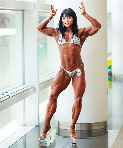 female calves muscle picture 3