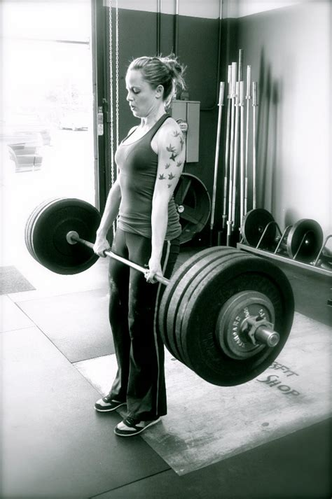 average man can bench press woman picture 6