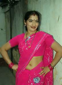 saree side view by aunties in the street picture 5