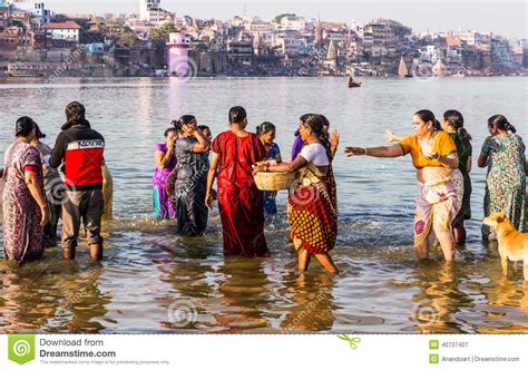 ladies taking bath in holy rivers in xossip picture 8