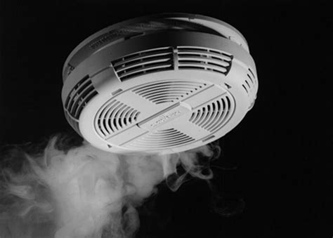 what is a smoke detector picture 3