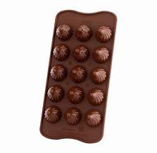 Résultat d'images pour moule chocolat noisette silikomart