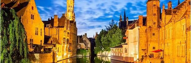 ローゼンダッカイ運河からの眺め (ベルギー、ブルッヘ)