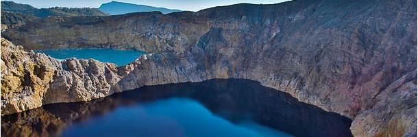 クリムトゥ山のクレーター湖 (インドネシア、フローレス島)