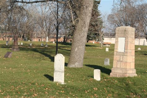 Learn more about Minneapolis Pioneers and Soldiers Memorial Cemetery