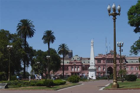 Learn more about Plaza de Mayo