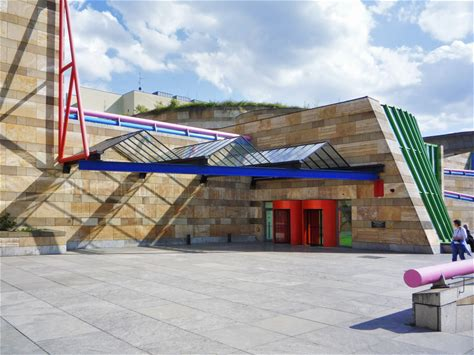 Learn more about Neue Staatsgalerie