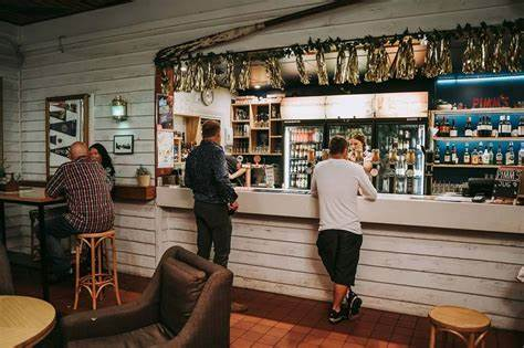 Manly Hotel | 54 Cambridge Parade, Manly, Queensland 4179 | +61 7 3249 5999