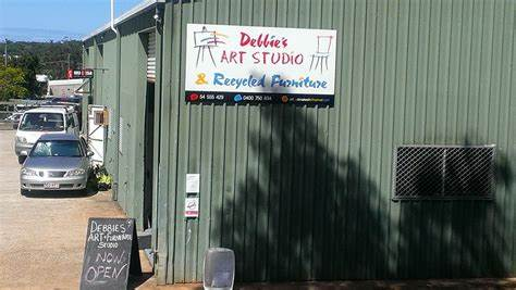 Debbies Art Studio & Recycled Furniture | 4/31 Rene Street, Sunshine Coast, Queensland 4566 | +61 7 5455 5429
