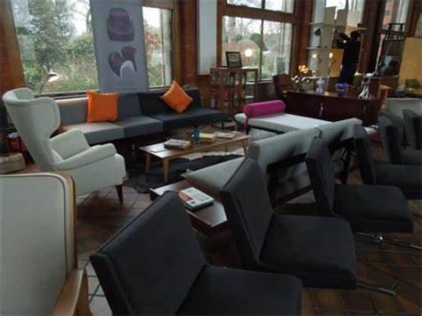 Bruce Upholstery & Furniture Rescue | 5-7 Gleneldon Mews, Streatham, London SW16 2AZ | +44 20 8677 0660