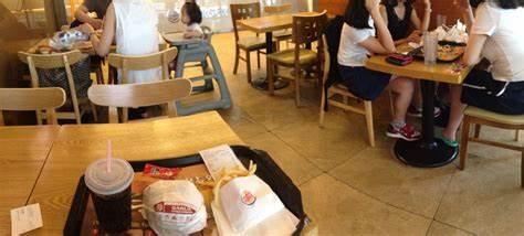 Burger King   Kyŏngsang-namdo 창원 의창구 원이대로589번길 6   +82 55-264-0332