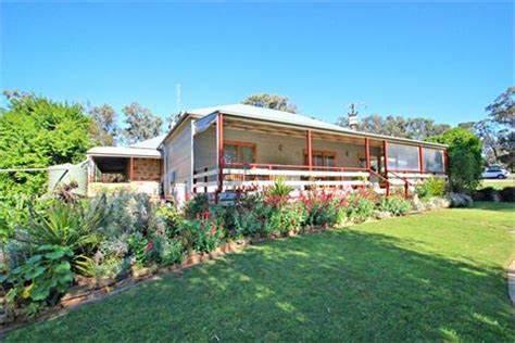 Julie Gabe - Elders Real Estate Clare Valley/Burra - RLA 62833 | 177 Main North Road, Clare, South Australia 5453 | +61 438 836 508