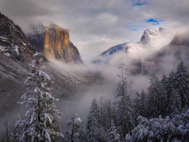 Clearing snowstorm, Yosemite National Park, California (© Jeff Lewis/Tandem Stills + Motion)