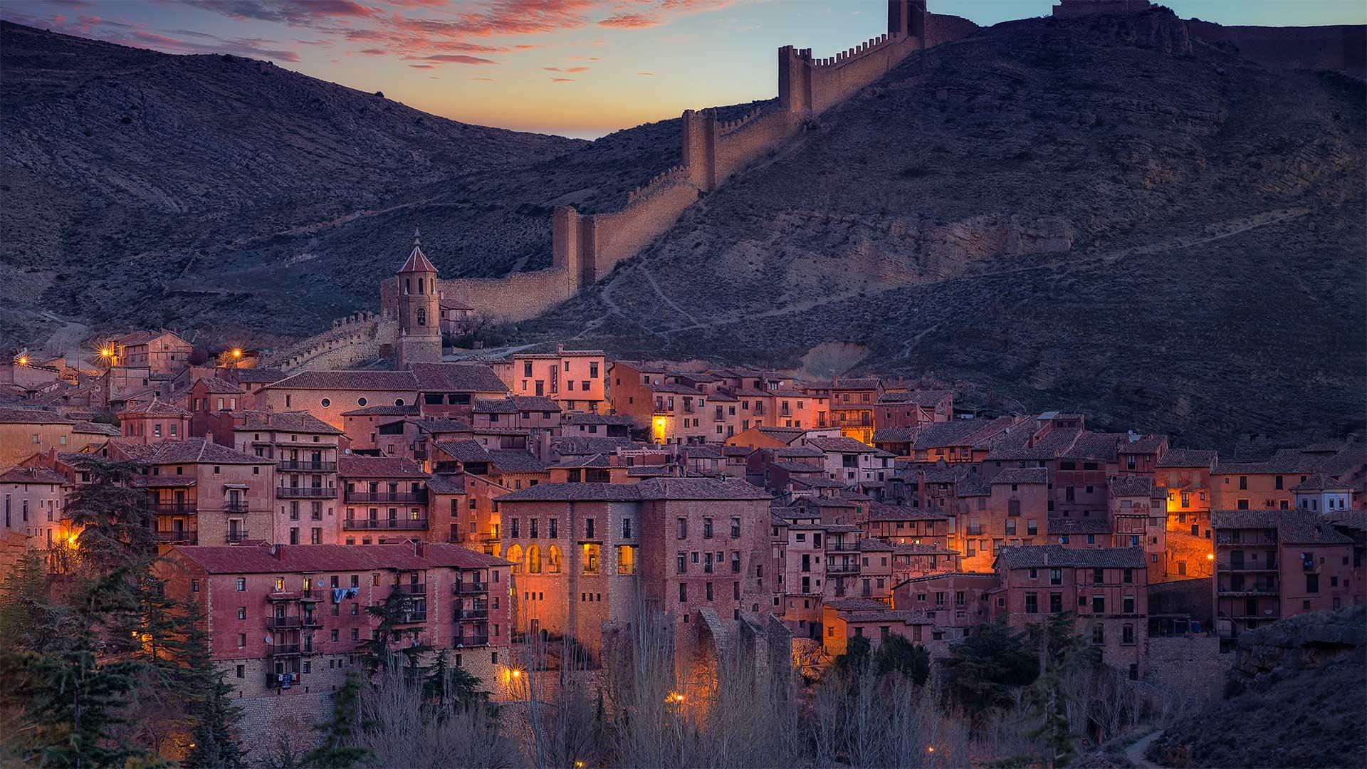 「アルバラシンの朝焼け」スペイン (© Domingo Leiva/Getty Images)
