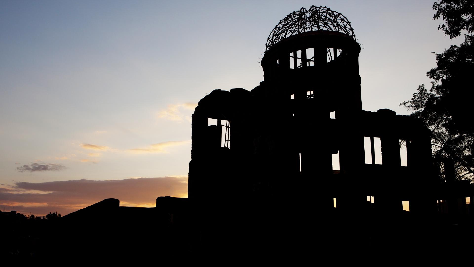 「夕暮れの原爆ドーム」広島, 広島市 (© clumpner/Getty Images)
