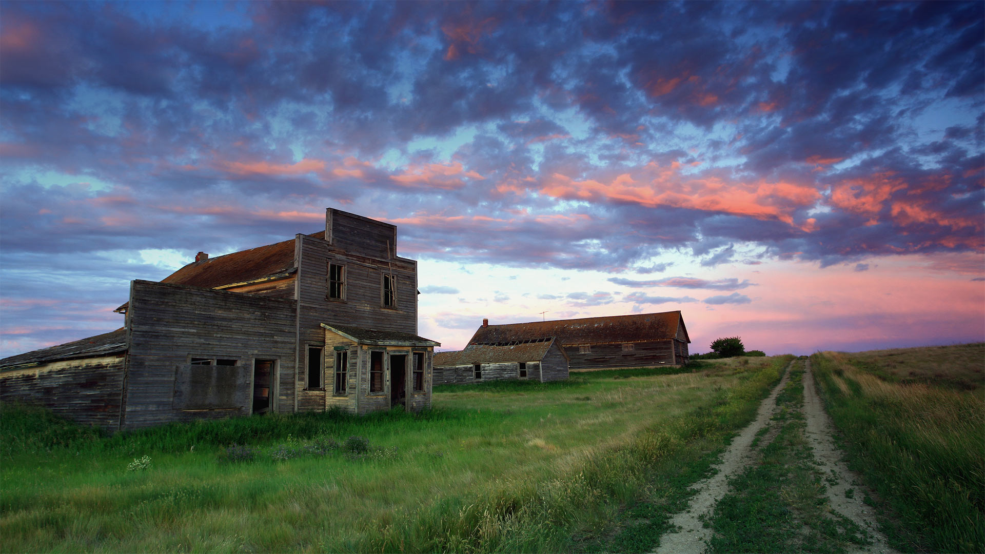 Old general store of Bents, Saskatchewan, Canada (© ImagineGolf/Getty Images)(Bing United States)