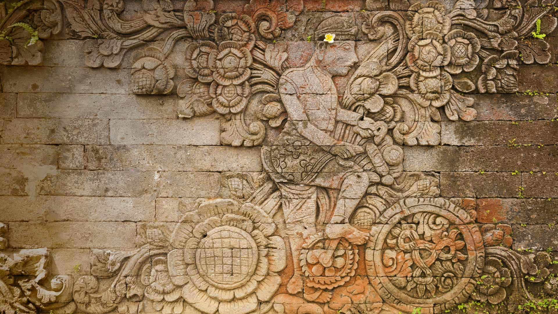 A carving of artist W.O.J. Nieuwenkamp in the Pura Meduwe Karang temple in Bali, Indonesia (© John Elk III/Getty Images)(Bing United States)
