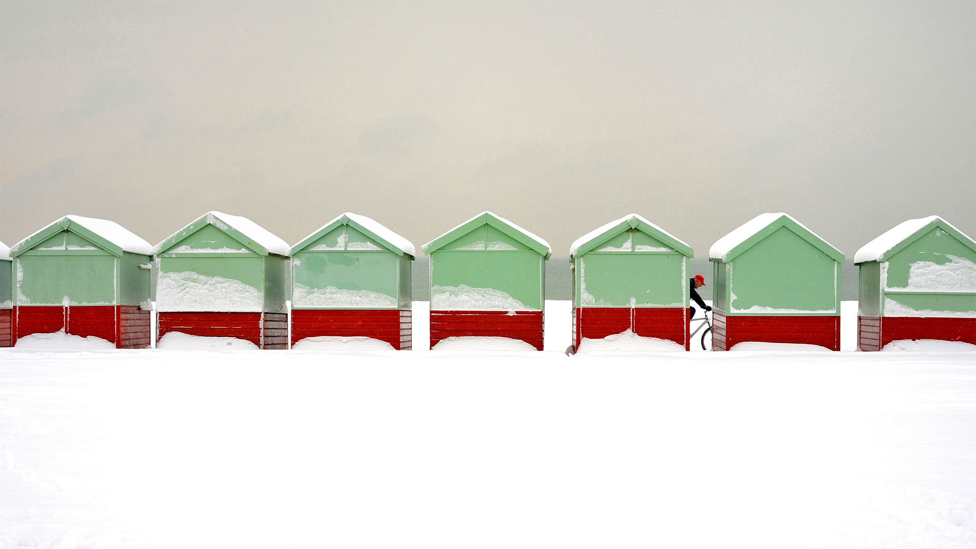 Beach huts covered in snow in Brighton and Hove, England (© Tim Jones/Alamy)(Bing United States)